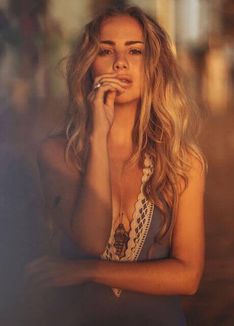 blonde model 3