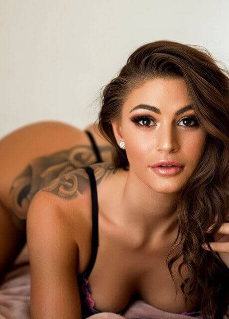 tashy topless waitress sydney5
