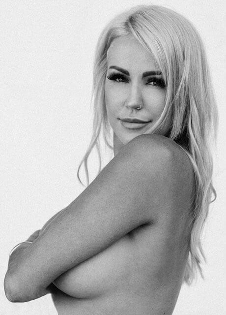 armani topless waitress1