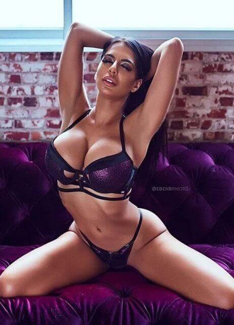ashton melbourne waitress topless2