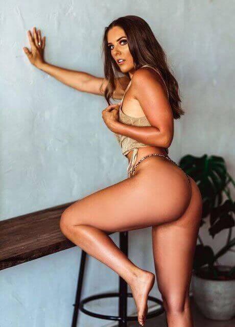 cienna topless waitress perth3