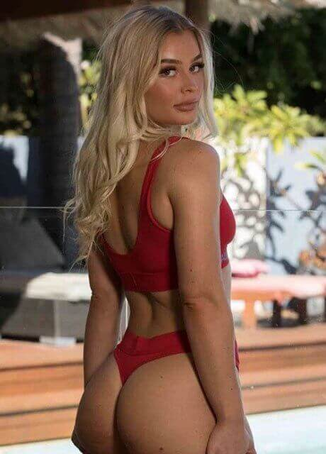maddison perth topless waitress1
