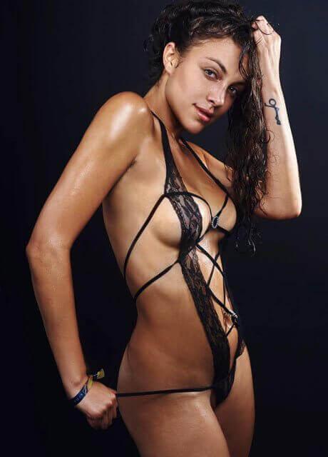 tanya melbourne topless waitress2