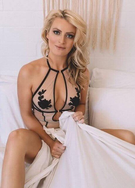 chloe waitress perth topless 1