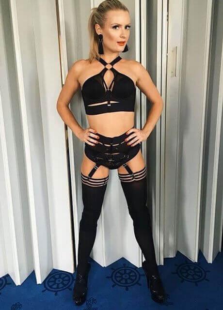 chloe waitress perth topless 5
